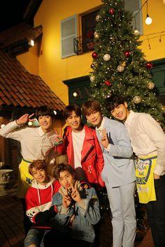 Merry Christmas y'allllll Nct, Korean Bands, South Korean Boy Band, Kpop, Astro Wallpaper, Astro Fandom Name, Cha Eun Woo Astro, Sanha, Team Pictures