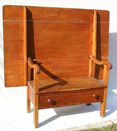 Excellent ca 1800 CT River Valley hutch table w dr