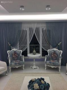 Nükhet hanımın her odası ayrı zevkli, stil sahibi evi. Cute Living Room, Cozy Living Rooms, Living Room Decor, Bedroom Decor, Drawing Room Furniture, Rideaux Design, Beautiful Curtains, Curtain Designs, Home Room Design