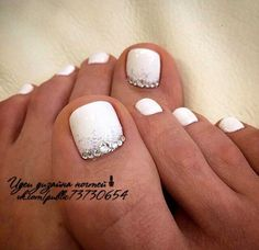 Semi-permanent varnish, false nails, patches: which manicure to choose? - My Nails Pedicure Designs, Manicure E Pedicure, Toe Nail Designs, Bridal Pedicure, Pedicure Ideas, Nails Design, Art Designs, Pedicures, White Pedicure