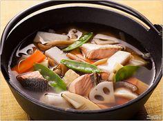"""""""noppei"""". soupe épaisse au saumon. cuisine locale à niigata. salmon in thick soup. 新潟の郷土料理、のっぺい汁."""
