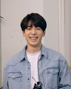 his smile :') Seventeen Wonwoo, Seventeen Debut, Seventeen Scoups, Woozi, Jeonghan, Vernon Chwe, Rapper, Hip Hop, Choi Hansol