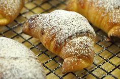 Video recipe for Brioche Croissants (Cornetti) Italian Pastries, Italian Desserts, Italian Recipes, Croissants, Brioche Kitchenaid, Puff Pastry Croissant, Brioche Recipe, Nutella Spread, Sweet Buns