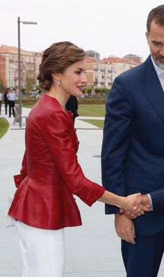 Fashion Pics, Style Fashion, Royal Style, My Style, Red Leather, Leather Jacket, Queen Letizia, Windsor, Royals