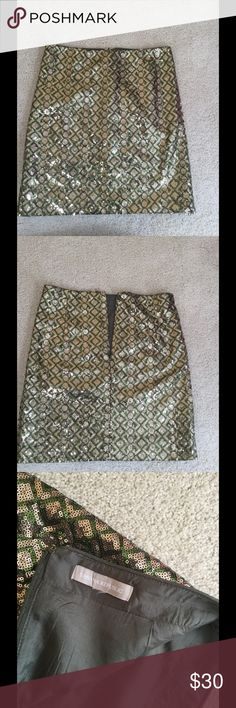 """Banana Republic sequin midi skirt . BR sequin green with gold midi skirt , in very good pre owned condition , I worn only one time it's to big for me ,tried to take to taylor to make smaller but still not fitting perfect (see picture nr 4 ) before buy it . Approx measurments 14-14,5"""" waist 17,5 length . Banana Republic Skirts Midi"""