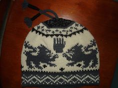 Team Cullen Crest Hat - I would so knit this if only my hats would turn out being the right size, gauge is so hard to get right sometimes