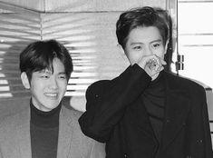 Exo Chanbaek, Baekhyun Chanyeol, Park Chanyeol, Funny Cute Memes, Exo Couple, I Go Crazy, Kpop Exo, Moon Lovers, Boyxboy