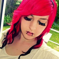 Mary-Jayne Misery hot pink hair with black. I'd I could have hair like this I so would. Hot Pink Hair, Ripped Girls, Bright Hair Colors, Scene Girls, Coloured Hair, Emo Girls, Dye My Hair, Emo Outfits, Alternative Fashion