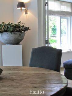 ~ Living a Beautiful Life ~ Translation Esatto: Binnenkijken - robuuste schaal met plant op sokkel