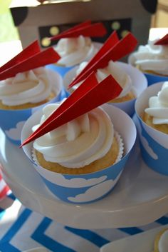 Paper Plane Cupcakes