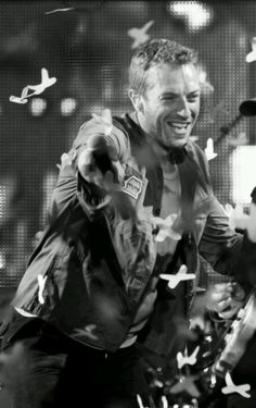 Chris Martin Coldplay Mylo Xyloto Tour- I saw them at the SoL and they were phenomenal! Great Bands, Cool Bands, Music Is Life, New Music, Coldplay Band, Beautiful Men, Beautiful People, Chris Martin Coldplay, Papi