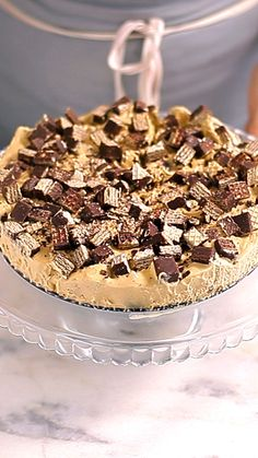 Recipe with video instructions: Nutty bar pie recipe Ingredients: 14 oz sweetened condensed milk, 10 oz dulce de leche, 14 oz heavy cream, 4 boxes of Bis chocolate bars (Brazilian chocolate waffle bar, can be replaced by Nutty Bars) Paleo Mug Cake, Easy Mug Cake, Mug Cake Healthy, Quick Dessert Recipes, Sweet Recipes, Delicious Desserts, Cake Recipes, Yummy Food, Gentilly Cake Recipe
