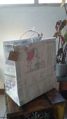 Bolsão charge #GATOMALOKO Reutilização de jornal