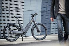 Projetados e feitas à mão na Itália, as bicicletas elétricas de fibra de carbono Leaos 2.0 é modelada com base na scooter Vespa