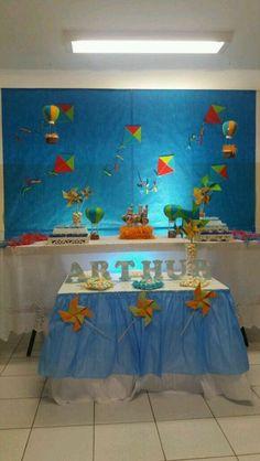 Kit com 4 pipas, 5 cataventos e dois balões. Tamanhos: 4 Pipas com 28cm de altura cada 2 Balões com 30cm de altura cada 5 Cataventos com 14cm de altura cada.