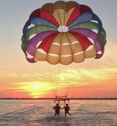 Parasailing, Florida Keys we are soo doing this ! Key West Florida, Florida Keys, Hang Gliding, Parasailing, Adventure Is Out There, Plein Air, Japan Travel, Places To See, Surfing