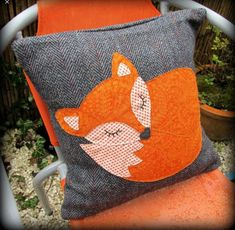 Snoozy fox cushion, with feather pad. Snoozy fox cushion, with feather pad. Snoozy fox cushion, with feather pad. Fabric Crafts, Sewing Crafts, Sewing Projects, Fox Crafts, Kids Crafts, Fox Pillow, Diy Y Manualidades, Sewing Pillows, Applique Cushions
