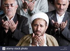 Download this stock image: Iranian worshippers pray in Tehran December 9, 2005. The Shi'ite sect of Islam predominates in Iran. REUTERS/Raheb Homavandi - H06T77 from Alamy's library of millions of high resolution stock photos, illustrations and vectors.