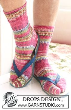 """DROPS 119-45 - DROPS socks with big toes in """"Fabel"""". US sizes ch13½ to w10½ - Free pattern by DROPS Design"""