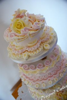 Royal icing wedding cake - WOW!  -  Wendy Schultz via Lucy Reed via cakesdecor.com onto Wedding Cakes.