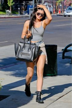 Sister to Kendall Jenner, Kylie is well renowned for her appearance on the television show 'Keeping Up with the Kardashians'. This article includes the 18 most stylish kylie jenner's summer style looks. Kendall Y Kylie Jenner, Kylie Jenner Photos, Looks Kylie Jenner, Estilo Kylie Jenner, Kylie Jenner Style, Kyle Jenner, Look Kim Kardashian, Estilo Kardashian, Summer Outfits