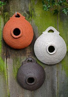 Spatzentopf in drei Farbvarianten - Ceramica - Clay Art Projects, Ceramics Projects, Ceramic Birds, Ceramic Art, Modern Birdhouses, Slab Ceramics, Bird House Feeder, Pottery Handbuilding, Sculptures Céramiques