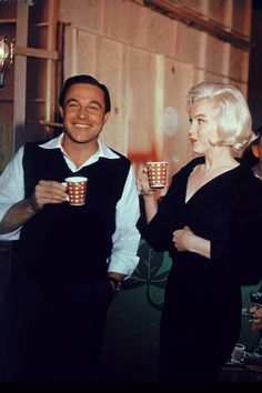 One of the greatest dancers of all time Gene Kelly and one of the most iconic stars ever, Marilyn Monroe. ☚