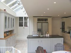 The London Kitchen Extension Co. - Photos from Recent Projects . Like doors into living room letting in light Kitchen Diner Extension, Open Plan Kitchen, Kitchen On A Budget, New Kitchen, Kitchen Decor, Kitchen Living, Kitchen Tips, Kitchen Ideas, Kitchen Lighting Layout