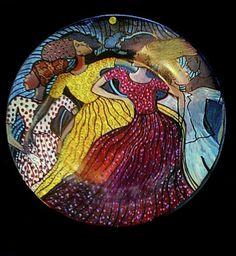 dudly-vaccianna-dancing-women-plate-475x516