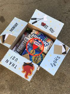 Basteln S'mores camping fire marshmallows care package mail Understanding Toxic Black Mold! Missionary Packages, Deployment Care Packages, College Care Packages, Camp Care Packages, Birthday Care Packages, Cute Birthday Gift, Birthday Box, Diy Gifts For Boyfriend, Birthday Gifts For Boyfriend