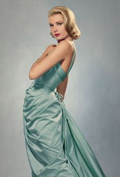 An enormous reproduction of this photo ,by Philippe Halsman, is on display at Grace Kelly exhibit in Montreal....as is the dress Grace is wearing. Exhibit will end Oct 6, 2013