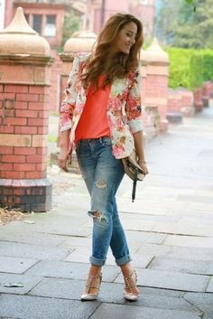 Stunning 36 Simple Combination Jeans and Blouse for Women Fashion https://inspinre.com/2018/04/12/36-simple-combination-jeans-and-blouse-for-women-fashion/