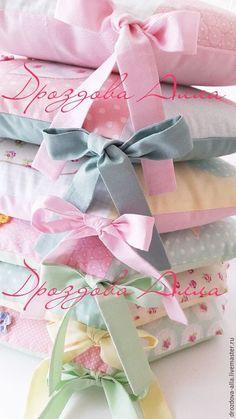 """Купить Бортики в кроватку """" Цветущие домики"""") - мятный, нежно-розовый…"""
