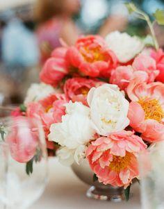 Peach and white peony flowers     #MERRY BRIDES #peach #peony #centerpiece #peonies #flowers