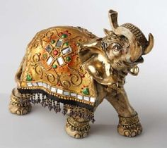 elefante en ceramica al frio - Buscar con Google Elephant Parade, Elephant Love, Elephant Art, Elefante Hindu, Elephant Figurines, Jewellery Boxes, Gifts For Coworkers, Beautiful Gifts, Casket