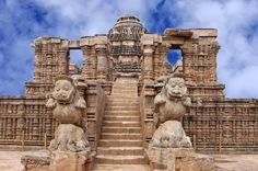 The Sun Temple in Konark in Odisha is included in UNESCO World Heritage Site.A visit to Ancient Sun Temple Konark can also be combined with other tourist attractions in India. India Architecture, India Travel Guide, Hindu Temple, Day Tours, Incredible India, World Heritage Sites, Tourism, Places To Visit, Around The Worlds