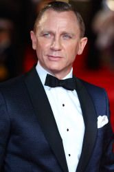 Daniel Craig looked dapper in his Tom Ford suit at the world premiere of Skyfall yesterday evening. Tom Ford Suit, Why I Love Him, Looking Dapper, Skyfall, 12th Man, Daniel Craig, Steve Mcqueen, James Bond, Sexy