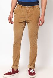 Bend the rules in style wearing these brown coloured chinos from Being Human with a matching T-shirt and funky sneakers. Featuring slim-fit these chinos will surely become your second skin.