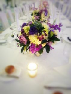Merveilleux Glass Cylinders With White Hydrangeas, Orchids And Lisianthus
