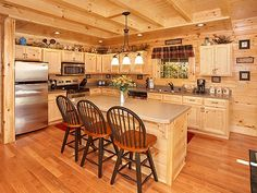 Creekside Manor --  The beautiful fully equipped kitchen is perfect for a family meal
