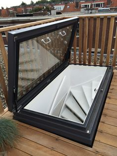 nl roof hatch with beautiful connection via fixed stairs on roof terrace Source by immerunterwegs Related posts: 27 + roof terrace design for youDevamını oku Rooftop Terrace Design, Rooftop Patio, Patio Roof, Roof Balcony, Terrace Ideas, Rooftop Gardens, Balcony Garden, Roof Hatch, Roof Access Hatch