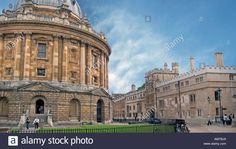 oxford-the-radcliffe-camera-library-left-and-brasenose-college-right-AMTBJ9.jpg 1.300×821 Pixel