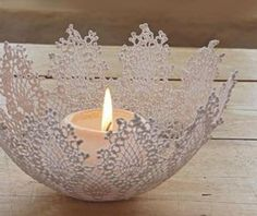 15 inspirational crafts featuring the humble doily. Add a beautiful vintage look and feel to your craft projects incorporating paper doilies. Paper Doily Crafts, Doilies Crafts, Paper Doilies, Cool Coffee Tables, Decorating Coffee Tables, Sunburst Granny Square, Crochet Bowl, Chic Bridal Showers, Deco Table