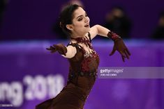 Russia's Evgenia Medvedeva competes in the women's single skating free skating of the figure skating event during the Pyeongchang 2018 Winter Olympic Games at the Gangneung Ice Arena in Gangneung on February / Weightlifting For Beginners, Olympic Weightlifting, Russian Figure Skater, 2018 Winter Olympic Games, Pyeongchang 2018 Winter Olympics, Team Events, Medvedeva, Ice Skaters, Perfect Figure
