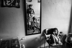 Arresting Photos Document Life in the Tower of David, Caracas's Slum © Alejandro Cegarra World Photography, Photography Awards, Street Photography, Portrait Photography, Slums, Documentary Photography, The Other Side, Comic Books Art, Book Art