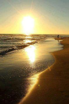 vacanta Black Sea Romania www.roBlack Sea Romania www. Beautiful Sunset, Beautiful Beaches, Places Around The World, Around The Worlds, Beach Pink, Visit Romania, Romania Travel, Perfect World, Black Sea