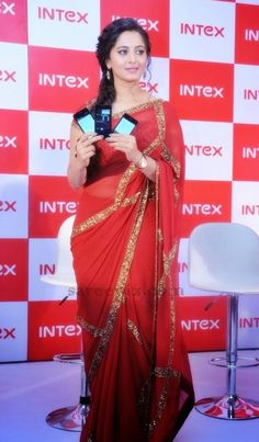 Anushka-red-sequin-saree