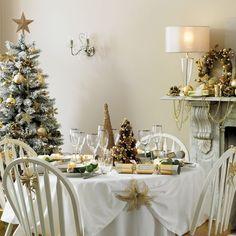 Ambiance dorée pour la décoration de la table de Noël