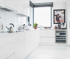 Valkoinen totuus   Puustelli keittiö Kitchen Island, Home Decor, Island Kitchen, Decoration Home, Room Decor, Home Interior Design, Home Decoration, Interior Design