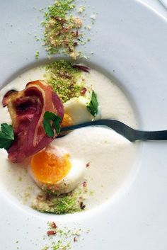 Perfect egg, parmesan cream, breadcrumbs duo and Pancetta crisps Easy Salads, Healthy Salad Recipes, Beef Recipes For Dinner, Cooking Recipes, Healthy Food Alternatives, Perfect Eggs, Food Backgrounds, Food Hacks, Food Tips
